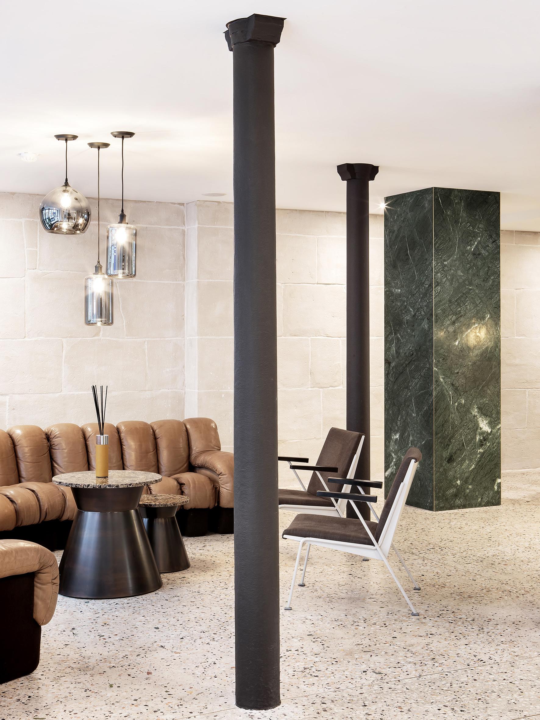 NEW HOTEL LE VOLTAIRE Hervé Goluza